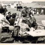 Ein kleine Stärkung auf dem Volksfest Grafenwöhr in den 1960er Jahren. -- Bild: Archiv Kultur- und Militärmuseum Grafenwöhr