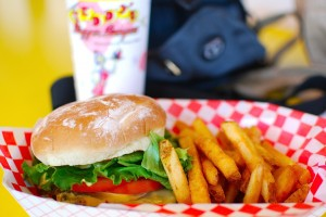Typisch American Food - Der Burger -- Bild: Janine from Mililani, Hawaii, United States