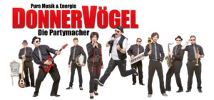 Die Partyband Donnervögel aus Straubing sorgt Stimmung im Festzelt des DAGA. -- Bild: Donnervögel – Die Partymacher, Max Uttendorfer
