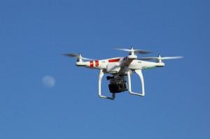 RC Drohnen mit Kamera günstig online kaufen. Bild: wikipedia.org/Don McCullough