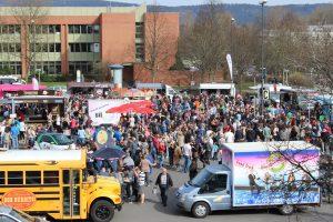 """Der Foodtruck von """"Don Burrito"""" auf dem Foordtruck Festival im vergangenen Jahr. Das Foodtruck Roundup 2017 findet am 20. Mai auf dem Großparkplatz Naabwiesen statt. -- Bild: Stadtmaketing Weiden/Andrea Schild-Janker"""