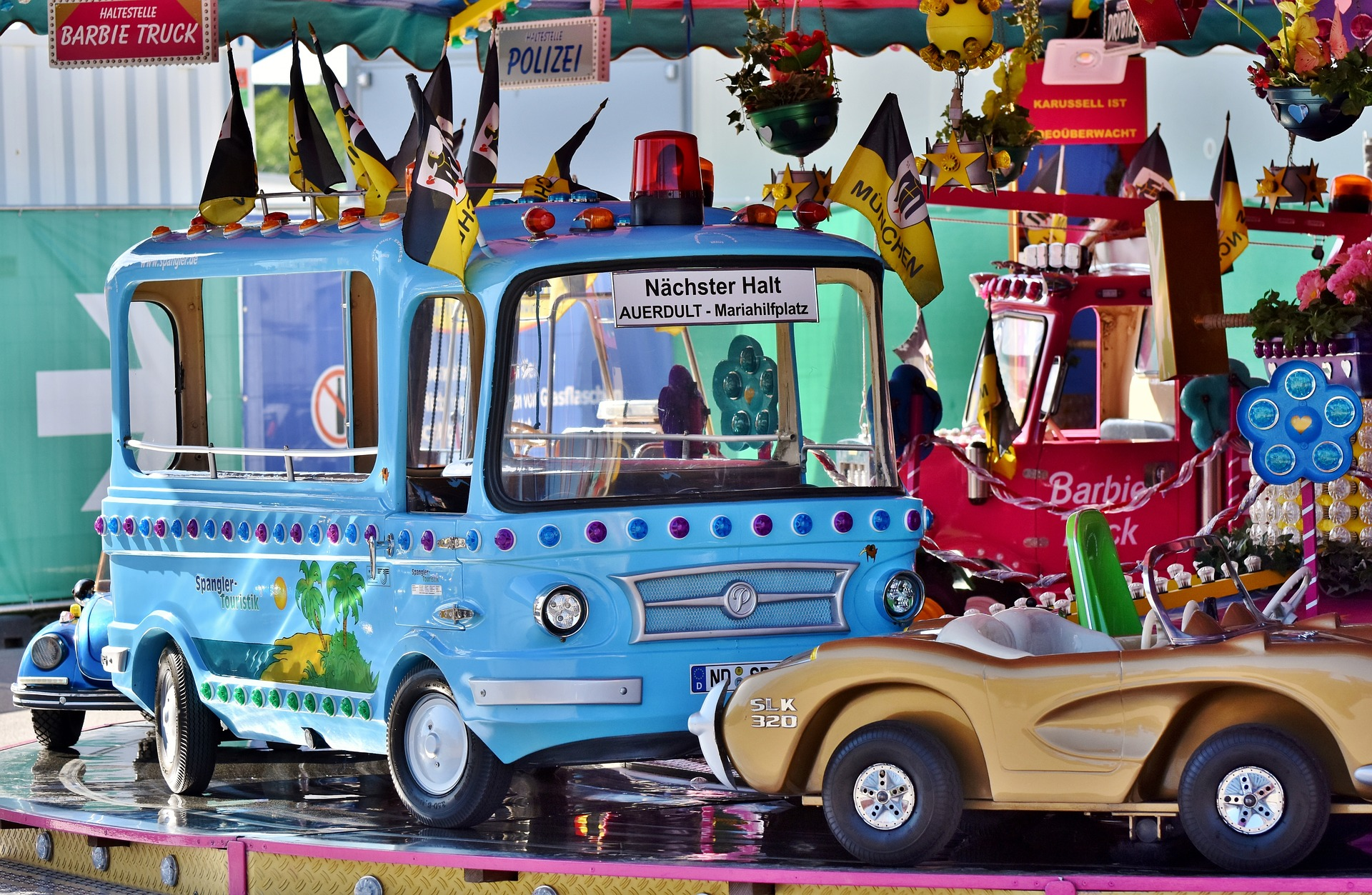 Kinderkarusell auf dem Volksfest -- Bild: Capri23auto / Pixabay