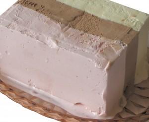 Das Ami-Eis wie in den 90ern. Neapolitan ice cream wird auch harlequin ice cream genannt. -- Bild: wikipedia.org