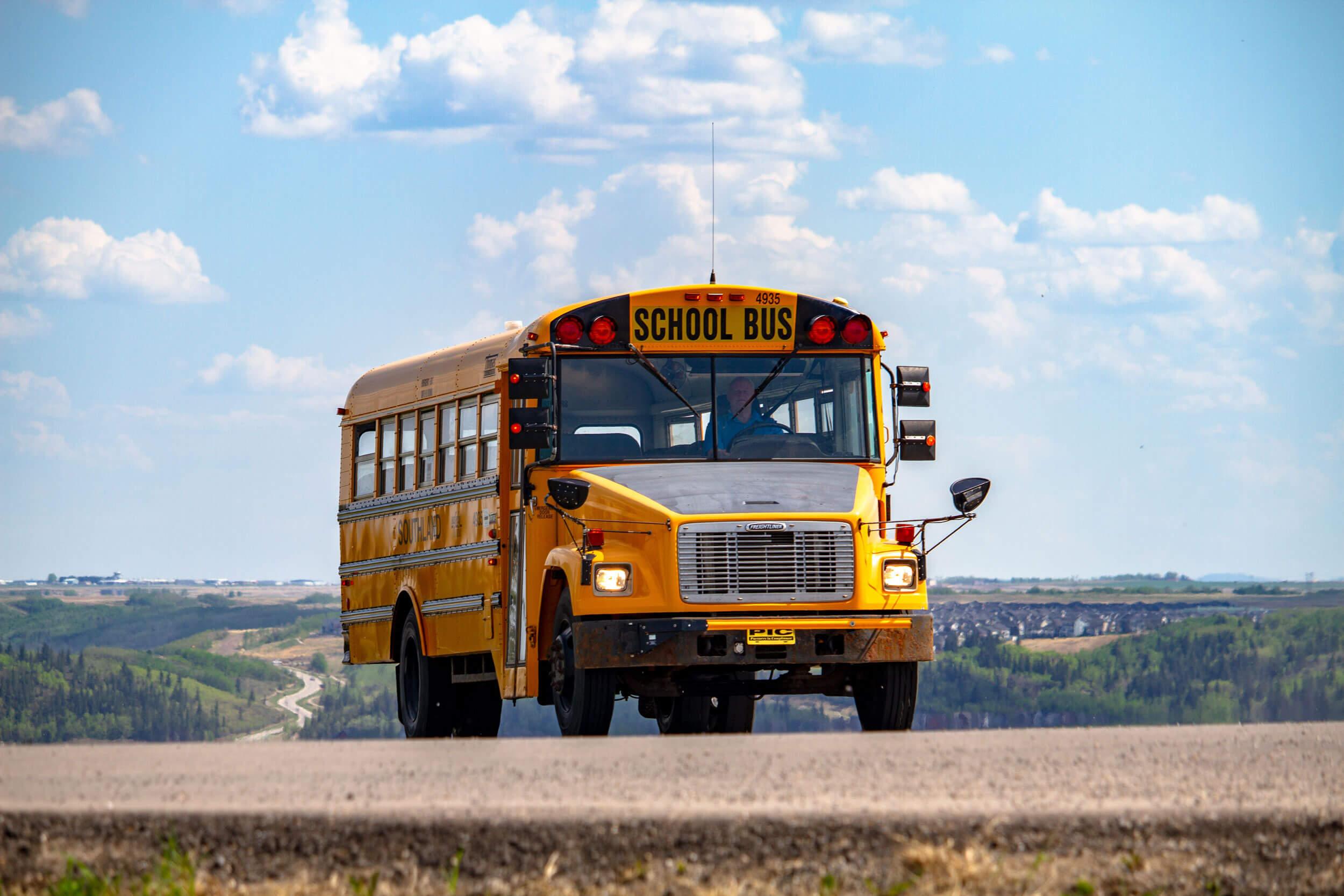 Amerikanischer Schulbus (Symbolbild) -- Bild: Denisse Leon auf Unsplash