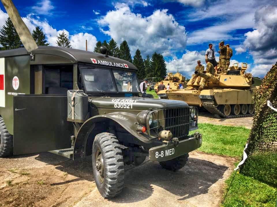 Ausstellung historischer und moderner Militärfahrzeuge der US-Armee und Bundeswehr auf dem Volksfest Grafenwöhr. -- Bild: volksfest-grafenwoehr.de